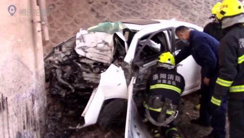 洛阳:小轿车高速坠落驾驶员被困消防员紧急出动营救