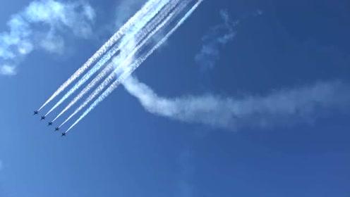 空军基地:蓝色天使空中飞行表演,超低空飞行