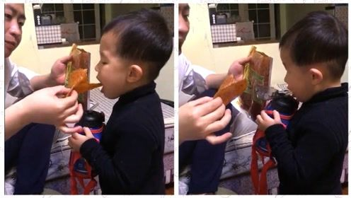 妈妈出门前交待让宝宝多喝水,可就是不肯喝,只能想办法让它喝啦