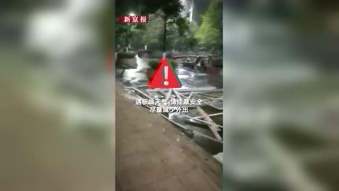 桂林现17级大风加冰雹 车都被吹跑