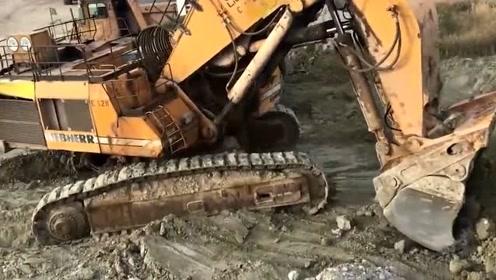 科技探索:工地来了一辆超大型挖掘机,效率又快又高!