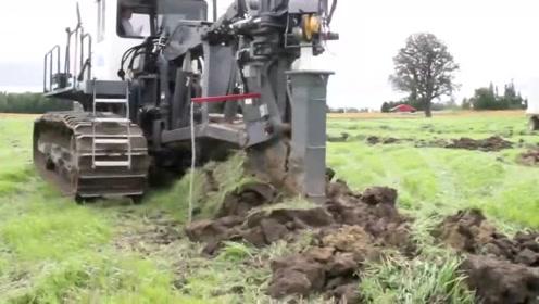 科技探索:田间施工,挖沟,埋管线,一个机械一次性搞定!