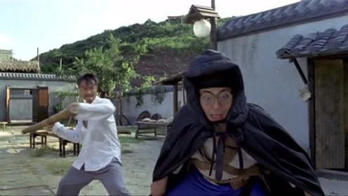 两位男子耍威风,被师傅当成小偷,这就是神气的下场