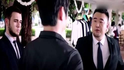 小伙过安检一直响,当保安看到小伙胸前带的物品后,傻眼了!