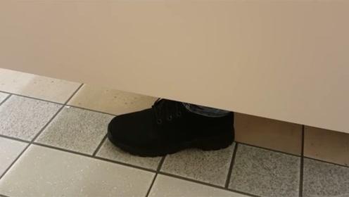 为什么公厕下面要留一条缝?尤其是在女厕所中,用处原来这么大!