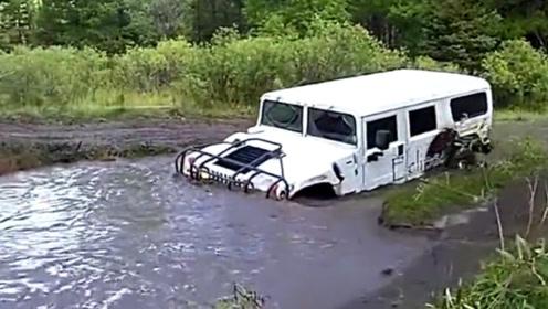 悍马H1涉水泥泞极限越野,在我这就没有过不去的路!