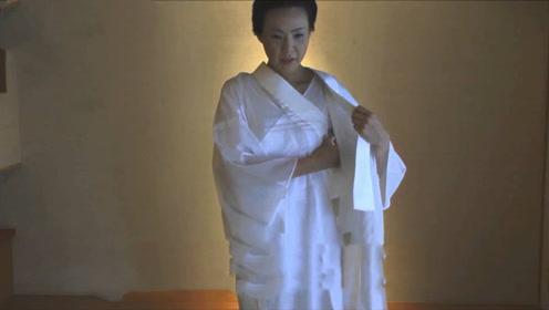 """为何日本女孩穿和服时""""不穿内衣""""?女孩亲自演示,真相意想不到"""