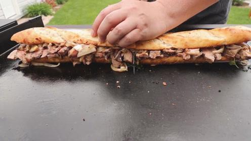 超长的牛排三明治,听这声音外表好酥脆