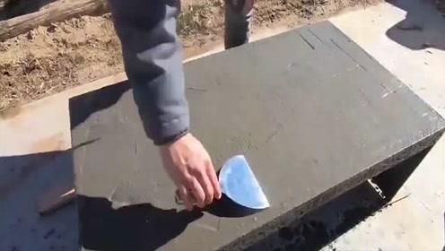 焊一个铁架子,上面再浇上混凝土