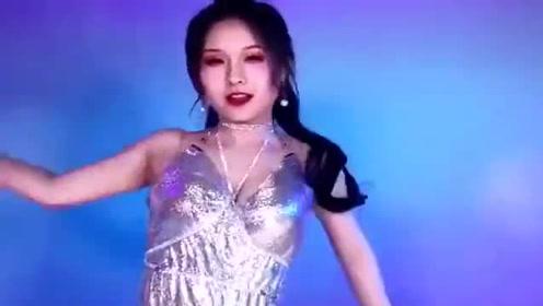 动感美女在线热舞,小姐姐舞姿优美,难得一见!