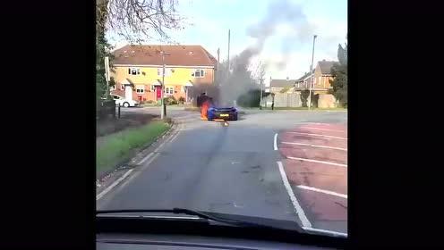 迈凯伦P1自燃