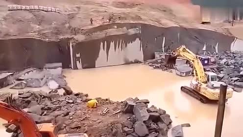 挖掘机师傅月薪过万,除了技术还要胆量,这活一般人干不了
