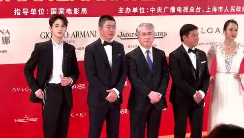 朱正廷艾伦现身上海电影节红毯 今天的黑西装很王子哦