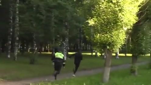 俄罗斯小伙酒驾被查试图逃跑,被抓后竟称:我在练习跑步
