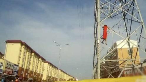 因家庭矛盾,女子爬上20米高压电塔欲轻生,下来时腿软坠气垫