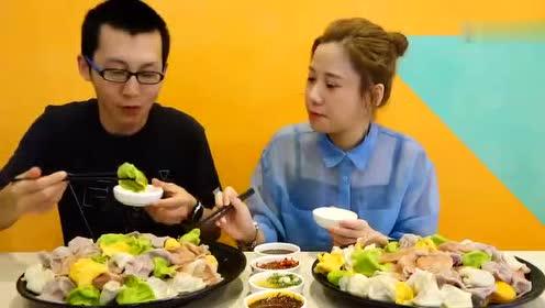 大胃王密子君吃两盆彩色水饺 工作人员也都上来蹭吃了!