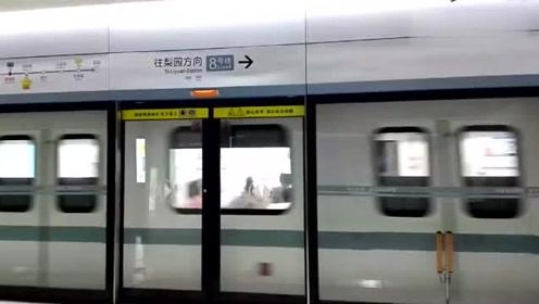 武汉地铁8号线进出站视频,H03列车黄浦路站(梨园方向)出站
