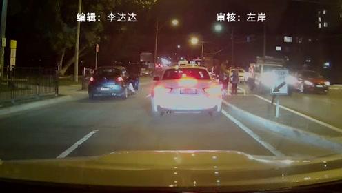 男孩过马路突然跌倒在疾驰车辆前,司机一个动作避免悲剧发生
