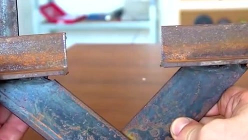 小伙智商太高了,用钢管焊接的这个工具,功能强大
