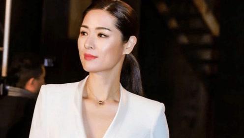 """她是""""中国第一美女"""",嫁央视主持离异,44岁带女儿隐居山林"""