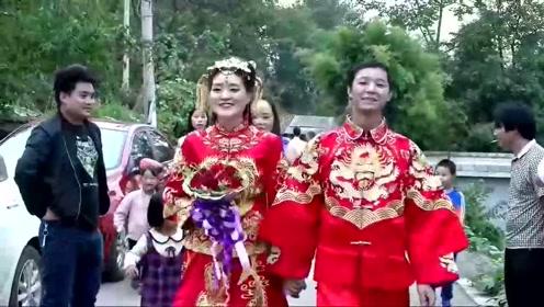 新人结婚,新娘是在昆明工作的模特,回农村老家举办婚礼