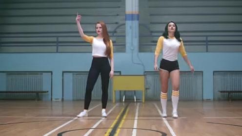 俄罗斯高中女生的体育课,看这长相怪不得一毕业就能结婚