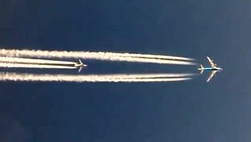 """两架波音客机空中""""飚机""""的壮观场面"""