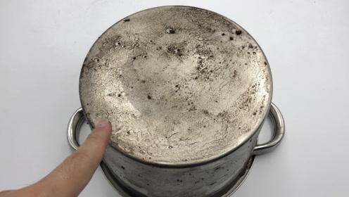 不锈钢锅烧黑了,钢丝球都擦不掉,教你简单一招,3分钟干净如新