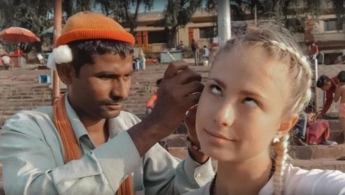 英国美女在印度体验掏耳,看到掏出来的东西,在场的人都惊呆了!
