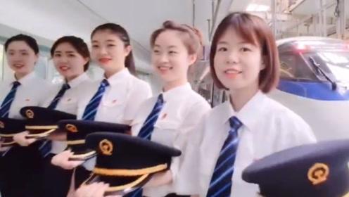 中国铁路将迎来首批动车组女司机 海外网友:又酷又帅