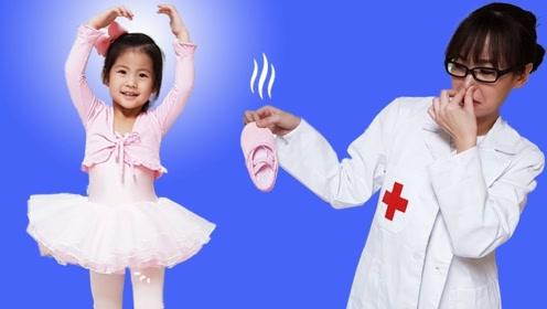 萌娃跳舞扭伤脚,结果脚太臭,医生都受不了了