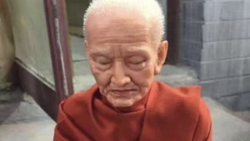 九华山唯一女性肉身不腐佛像,肤色与常人无异,专家也无法解释
