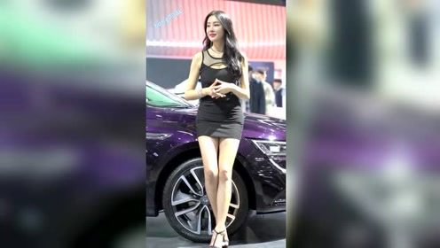车展上的韩国车模,这么标志,想不成为焦点都难!