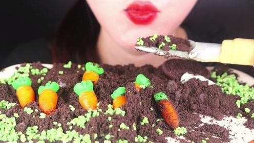 没流量的主播只能吃土,一口胡萝卜一口土,像极了月末的你