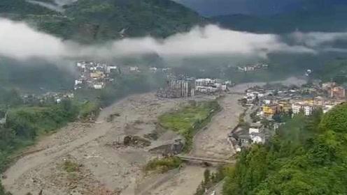 汶川灾后航拍画面令人揪心:洪流入侵多条路中断,小镇成汪洋