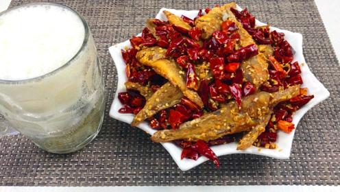 小黄鱼怎么做好吃?这种全新的做法,香酥辣脆,和辣子鸡一样好吃