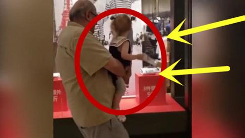 老外抱着孙女去逛街,画面也太可爱了,肚皮刚好是孙女的凳子!