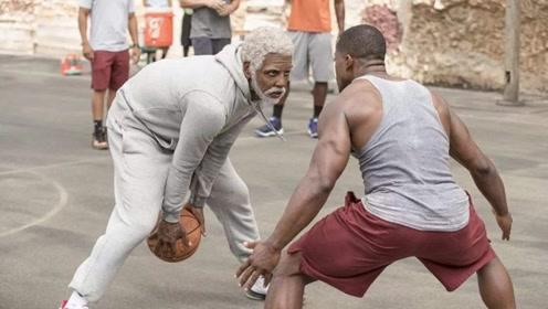 白发老人现身篮球场,打爆年轻人路人看傻,老爷子身体真好!