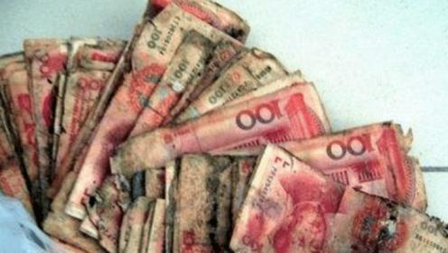 拾荒老人的三千块钱发霉,哭着找银行帮忙,结果却因此发了财!