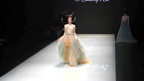北京时装周开幕首秀 中国传统文化元素融入高定设计