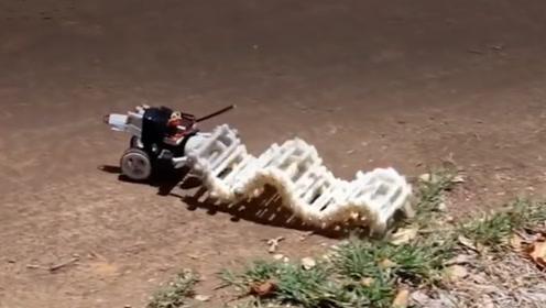 男子发明蠕虫机器人,其速度不比遥控车慢,就是过程太魔性了