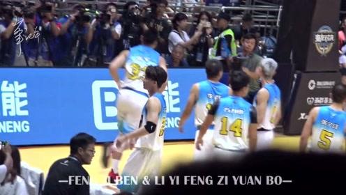 李易峰接过球童礼物 走到篮球场边喝水