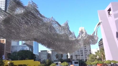 设计师制作液体碎片,漂浮在空中像瀑布一样,成为当地的地标建筑