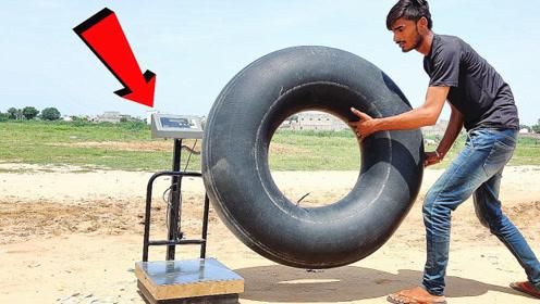 轮胎中的空气有多重?小伙用电子秤测试,结果颠覆认知
