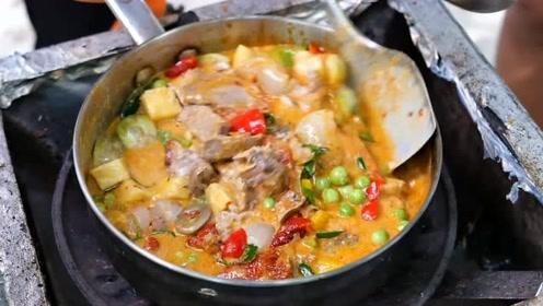 泰国曼谷的咖喱水果鸭排满了中国人