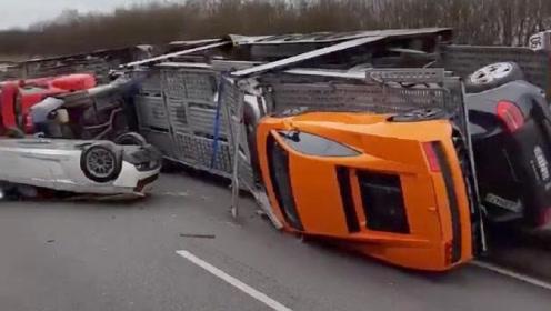 """国外这辆挂车""""惨""""了,清一色超跑摔落在地,网友:保险失声痛哭"""