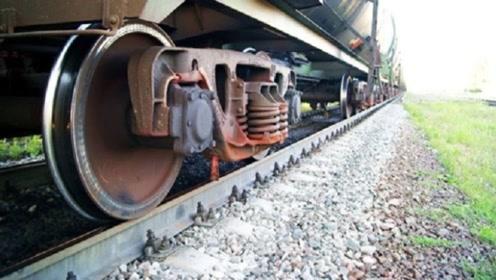 为什么中国火车一开到俄罗斯,就必须更换车轮?原因其实很简单!