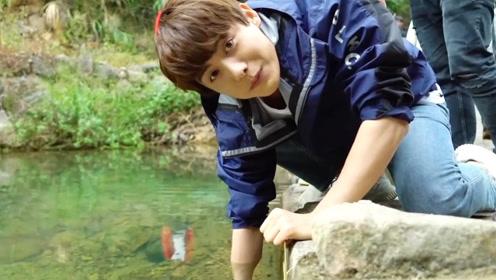 花絮:马天宇用塑料瓶捉鱼,满满的都是童年回忆