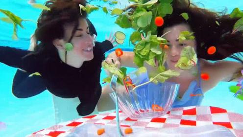 """美女挑战水下吃饭,全程面不改色,堪称现实版""""美人鱼"""""""