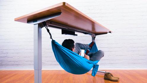 牛人把吊床挂到办公桌下,用来睡午觉简直太爽了!